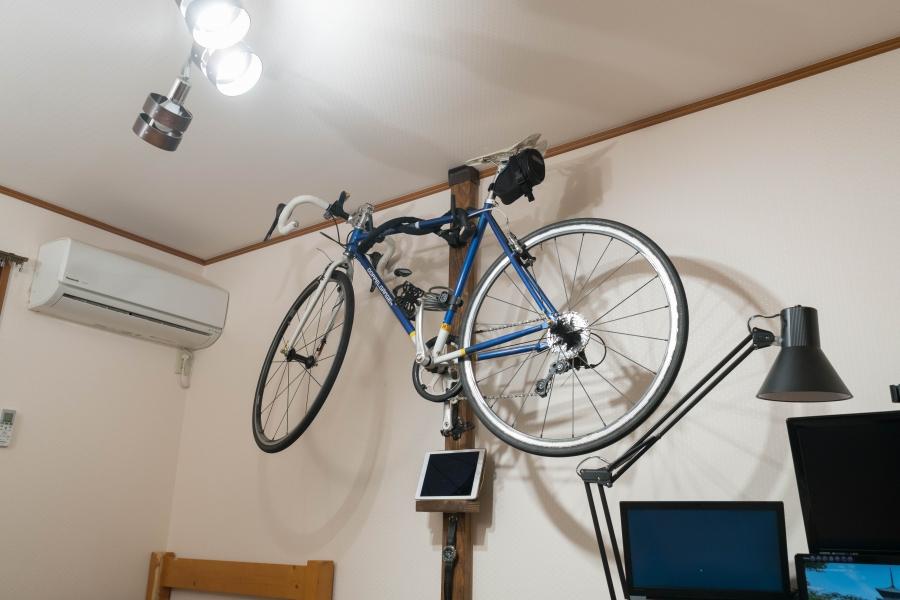 ディアウォールで壁掛けする自転車