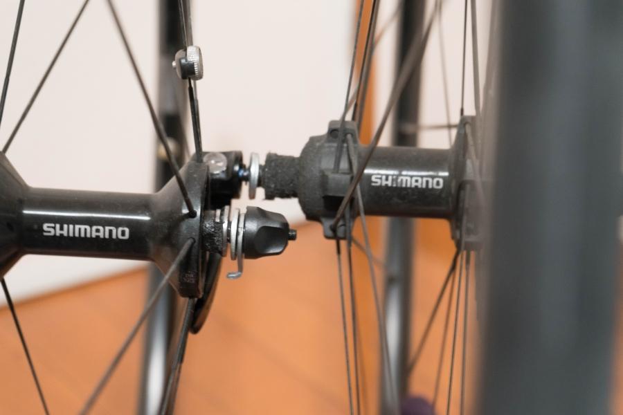 自転車の前輪ホイールの取り付け向き