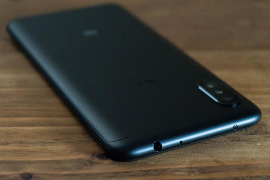 Xiaomi Redmi Note 6 Pro 上面
